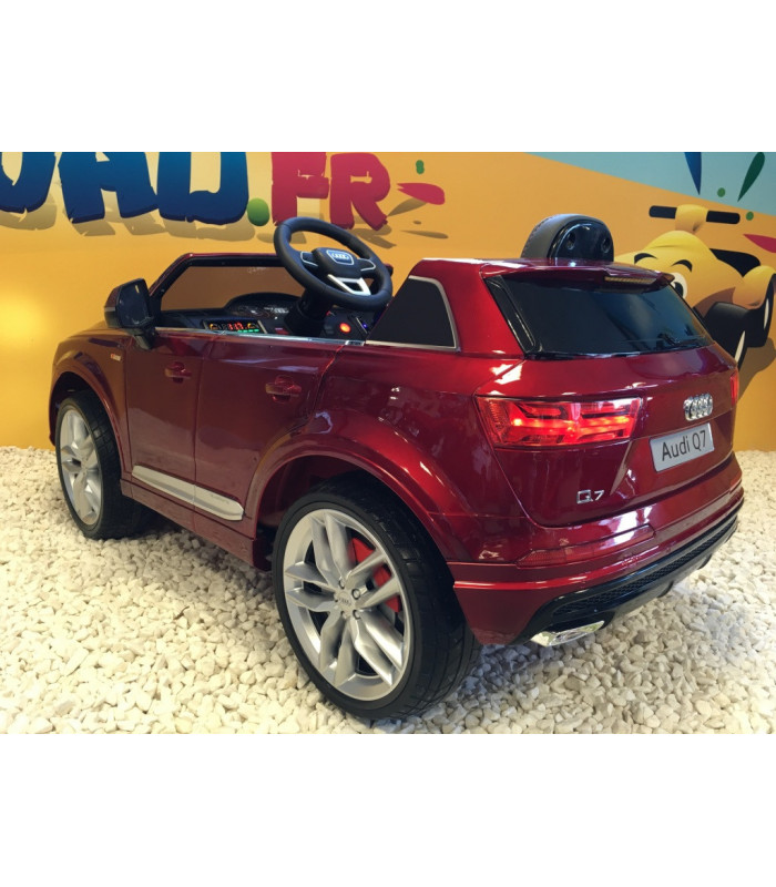 audi q7 s line lectrique pour enfant 12 volts rouge m tallis. Black Bedroom Furniture Sets. Home Design Ideas