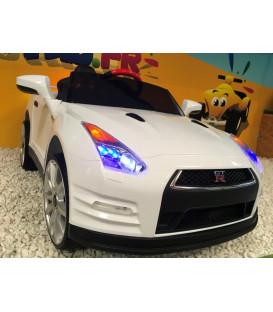 Nissan GT-R Blanc Lunaire 12 volts, Voiture électrique pour enfant télécommande parentale 2.4 GHz, roues gomme