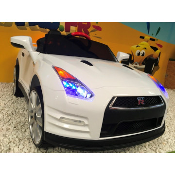nissan gt r blanc 12 volts pour enfant avec t l commande. Black Bedroom Furniture Sets. Home Design Ideas